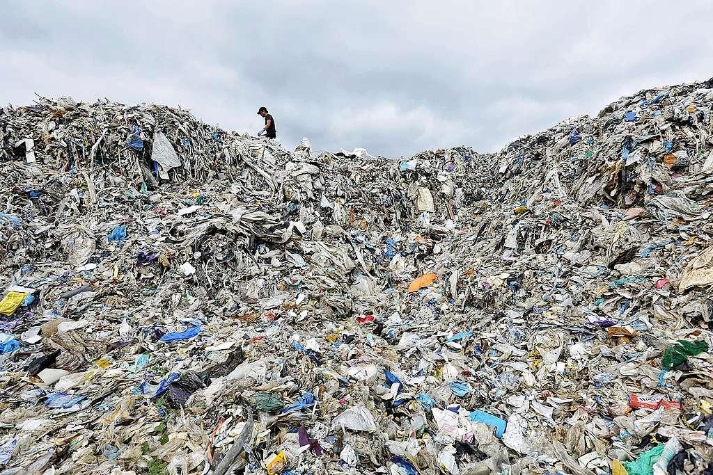 Trois mensonges sur le plastique