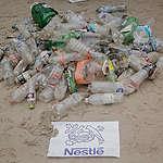 Neue Vittel-Flaschen von Nestlé: Leider mehr statt weniger Verpackung!